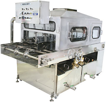 Machine for cleaning medium sized containers